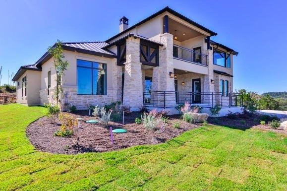 Make the most of outdoor living in your weston dean home for Modern home builders san antonio